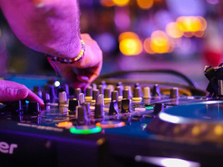 DJ/Karaoke